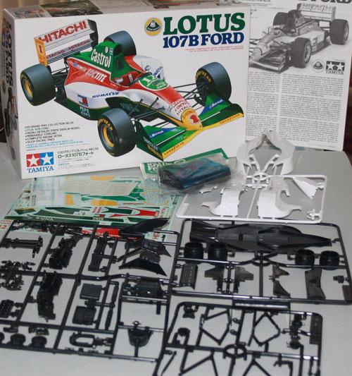 Tamiya Lotus 107b Ford kit contents