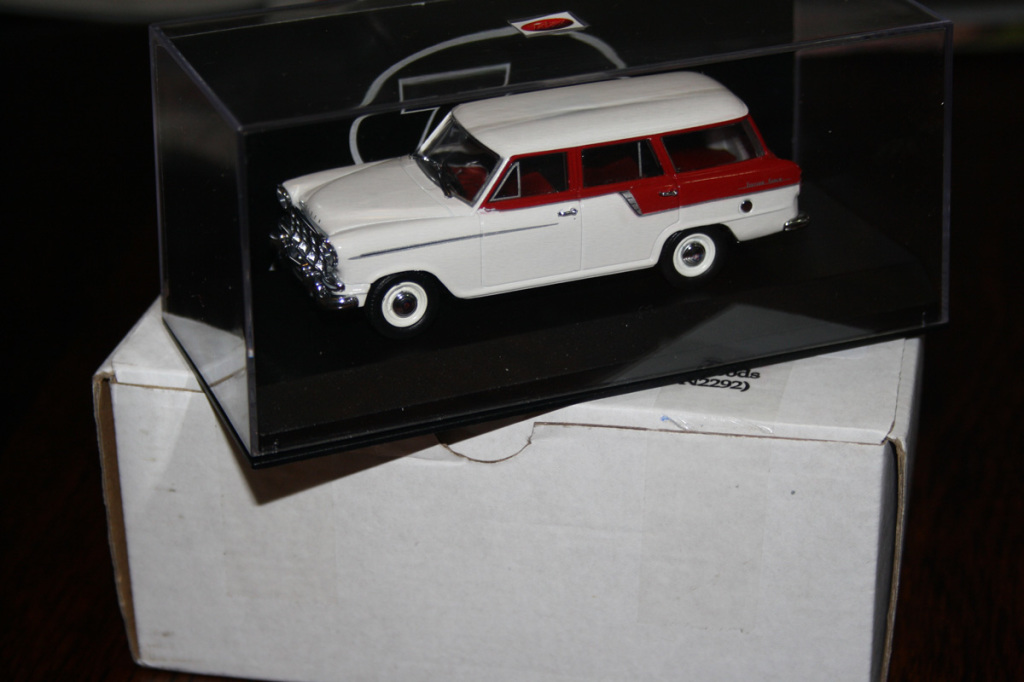 trax tr90 fc holden wagon in red/white