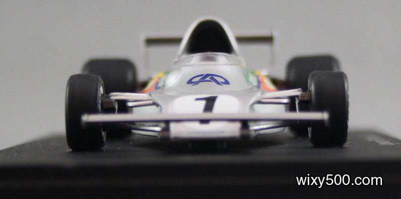 Front view. the two front wing mounting pylons are not as slim as in the press photo